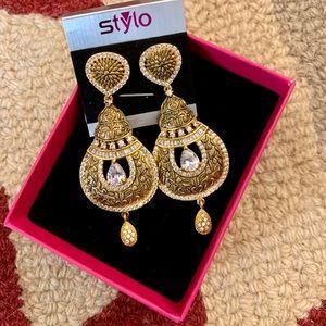Gold Drop Earrings!!✨
